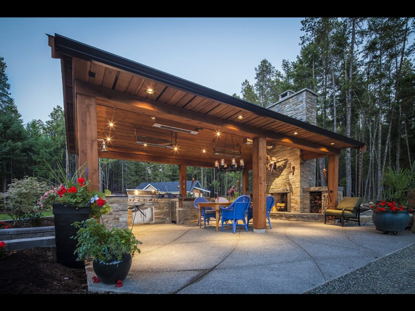 Rivers Edge Outdoor Kitchen