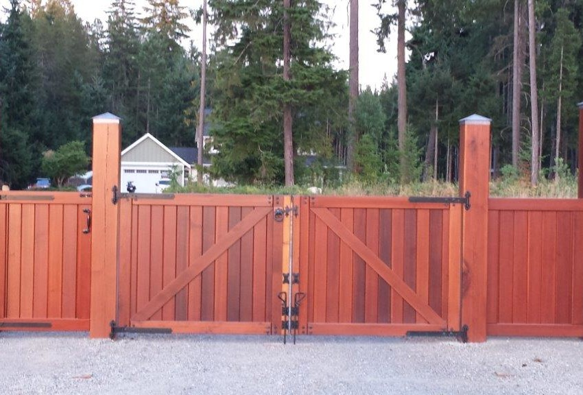 Rivers Edge Estate Gate